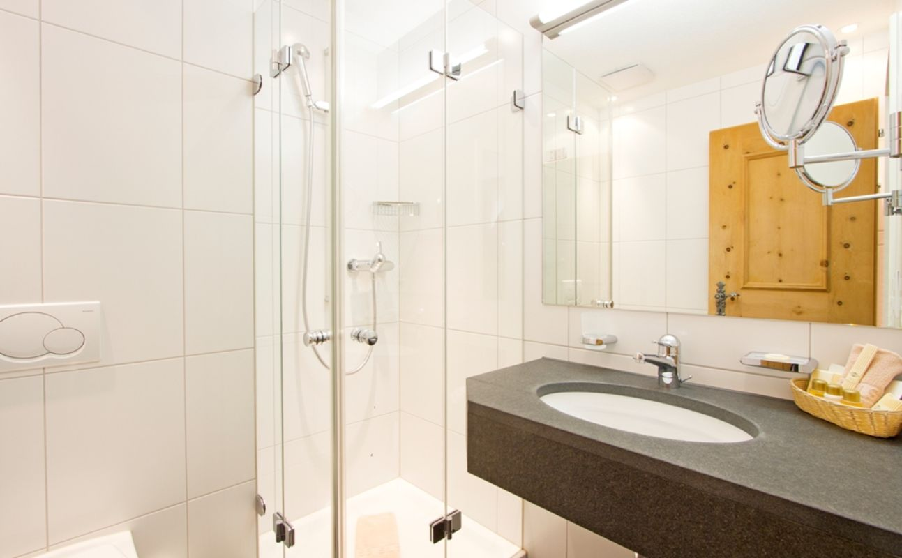 das 4 sterne hotel edelweiss bietet 68 sch ne grossz gige. Black Bedroom Furniture Sets. Home Design Ideas