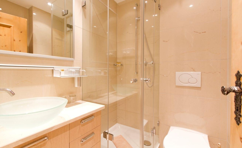das 4-sterne-hotel edelweiss bietet 68 schöne, grosszügige zimmer, Badezimmer ideen